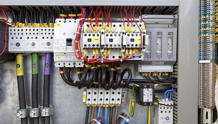 Course Image آشنایی با تجهیزات تابلوهای برق